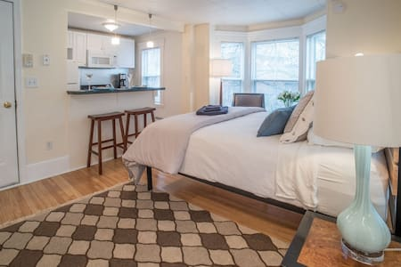 Quiet West End Retreat - 100% Non-smokers only!