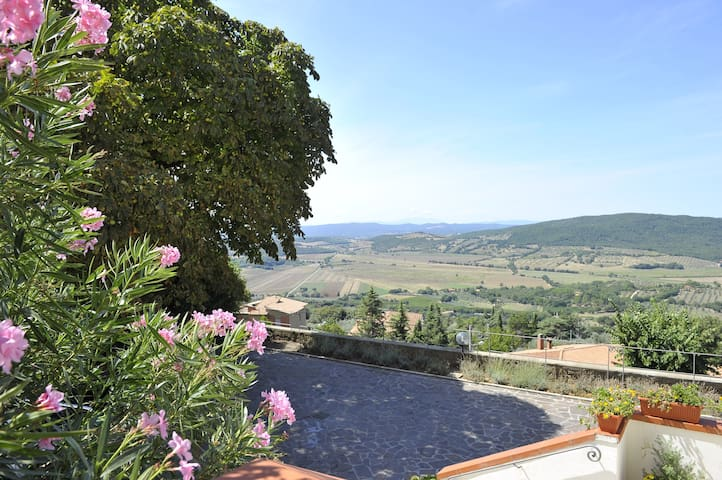 Maremma: apartment with a view