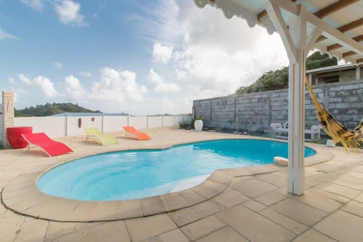 Très Belle villa créole avec piscine privative,