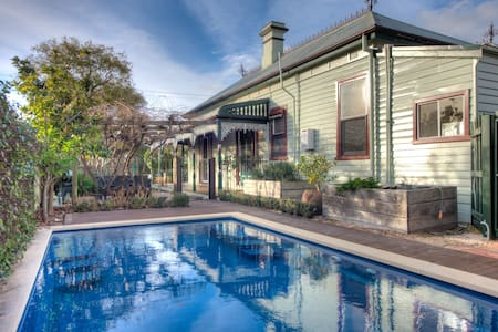 Central Charm - 4 Bedrooms,  Pool, Pet Friendly