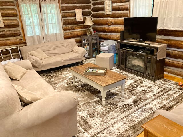 Living room: Full size couch, 2 smaller futons. Fireplace heater.  Smart TV, WiFi, PlayStation/Blu-ray.