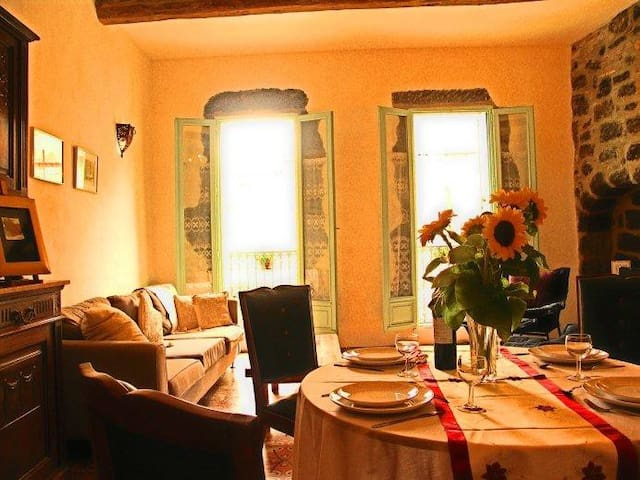 Charming Town House in Old Town Agde - Agde - Huis