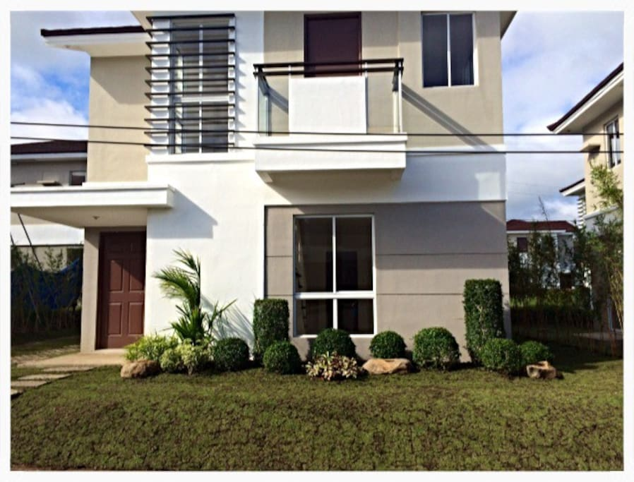 3BR House with Garden, Carpark and Outside Seating