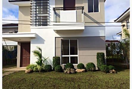 Nuvali 3BR Home near Tagaytay, EK - Santa Rosa