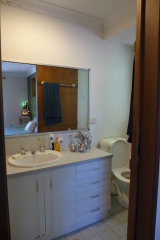 Private ensuite (shower, sink, toilet) including all amenities (soap, shampoo etc.)