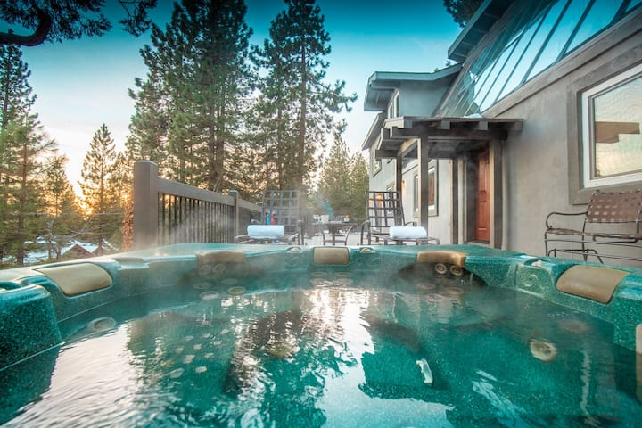 Sugar Pine by AvantStay | 5mins to Diamond Peak! Hot Tub Views of North Shore