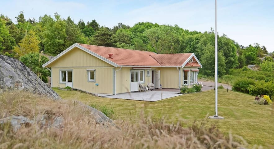Villa close to sea (Garden, Sauna, Jacuzzi & BBQ)
