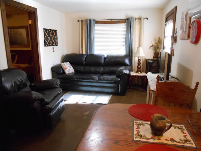Clean Quaint quiet 1 bedrm Apt. nicely furnished - Yuma - Apartment