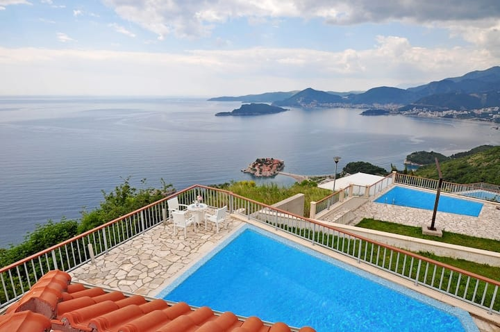 Family villa Flamingo with pool and amazing view