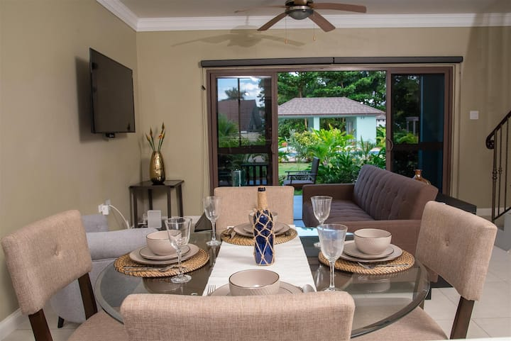 Two Bedroom Two Level Villa with Beach Access near Old Fort Bay