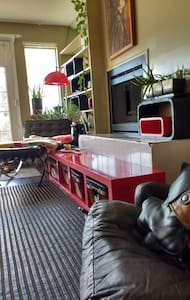 Transportation Ease/Canadiana Mid-Century Modern - Vancouver - Apartment