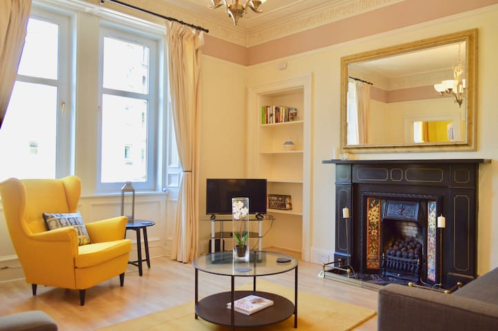 Central, spacious 3 bedroom traditional flat