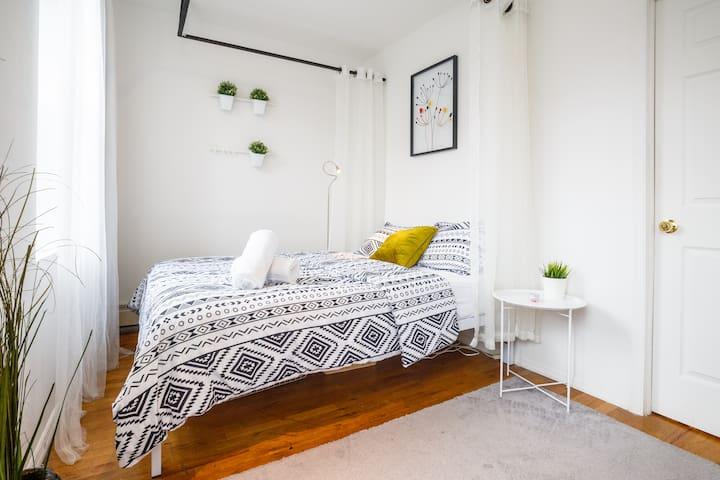 ★Minimalist Spacious Bright sunny room in Midtown★