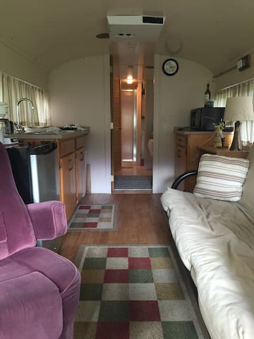 Unique 2bd Bus/Tiny House Near Dwntown Bloomington - Bloomington - Wohnwagen/Wohnmobil