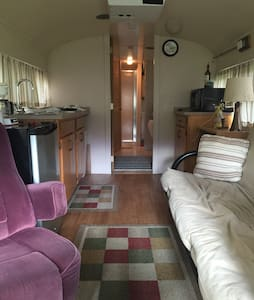 Unique 2bd Bus/Tiny House Near Dwntown Bloomington - Bloomington - Camping-car/caravane