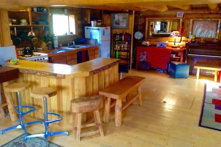 Hand crafted Log Home - Talkeetna - Chalet