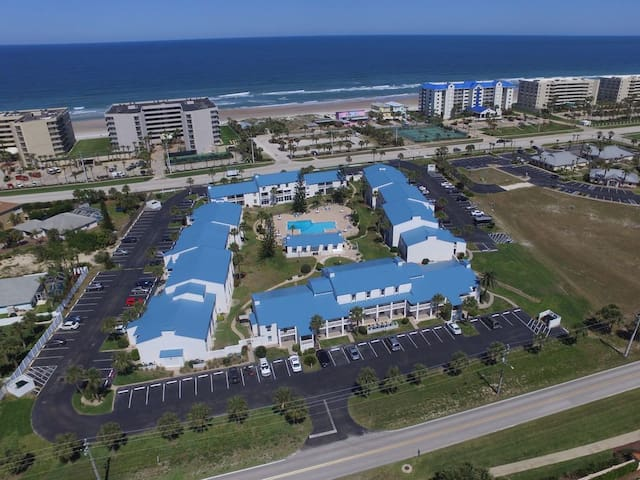 Great Beach Side Condo in Ponce Inlet!