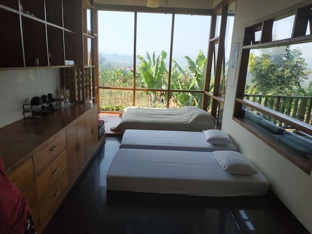 Room 5 open air 1 queen bed 2 single bed