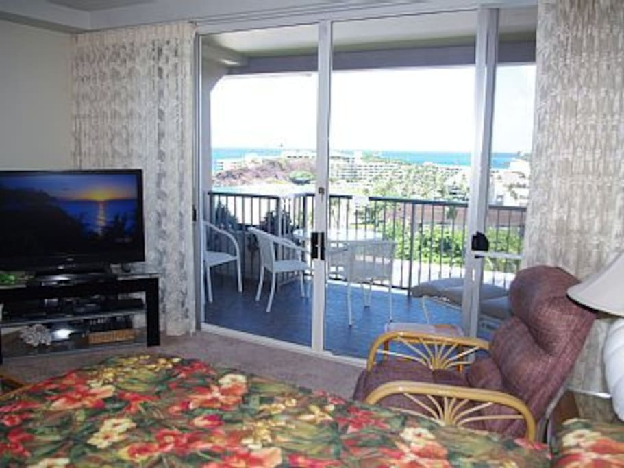 View from king sized bed.  You choose watching TV or the ocean. Spacious lanai to sit on and dine while watching whales during Winter season.