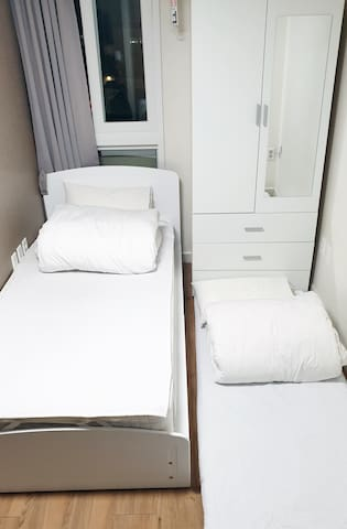 Extra matress for 2ppl stay