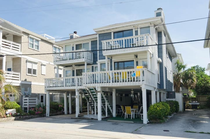 Hawes-Appealing townhouse with recent upgrades and only a few steps to the pier