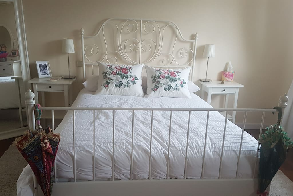 This  is a spectacular and large double bedroom on the top floor with an en suite large bathroom overlooking the pool and garden.