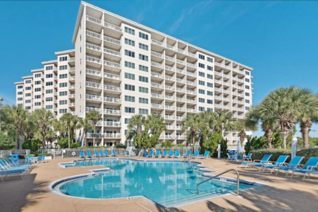 3rd unit condo that offers views of the gulf of Mexico, pools and lush landscape