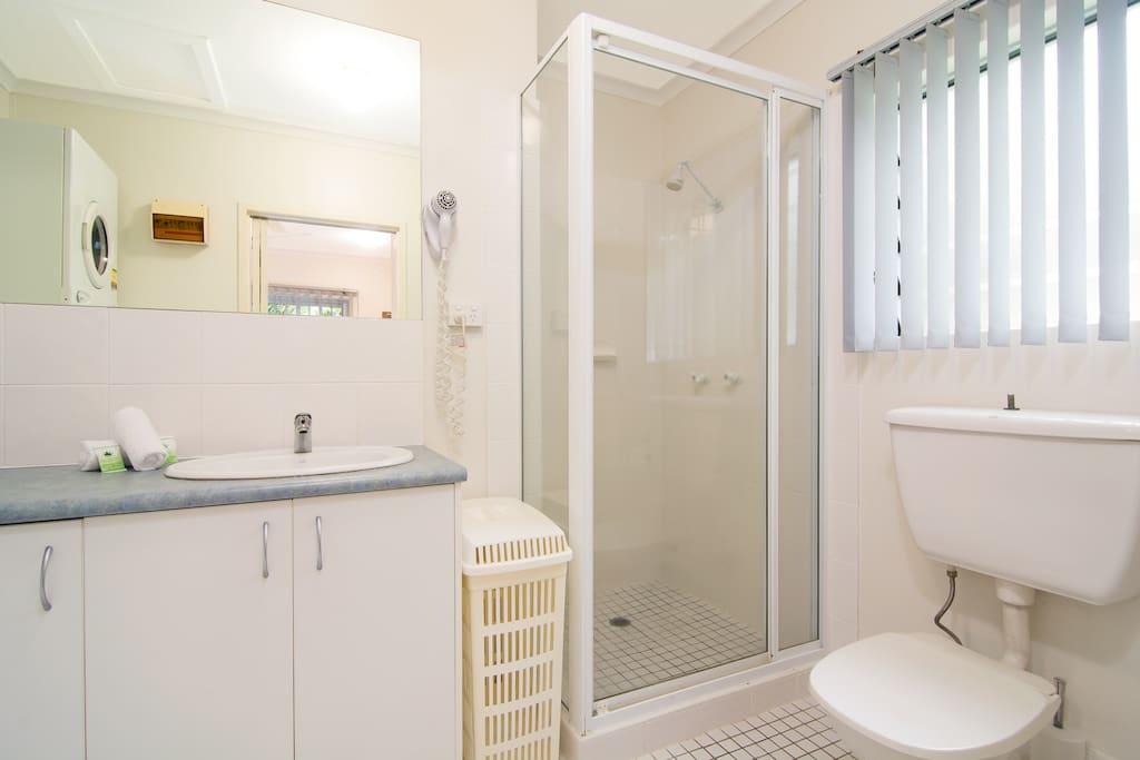 Bathroom with washing machine & dryer