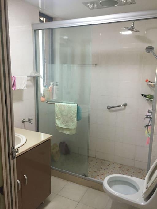 卫生间与浴室