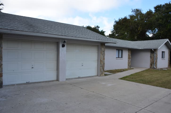 Cape Canaveral Pool Home - Cape Canaveral - Huis