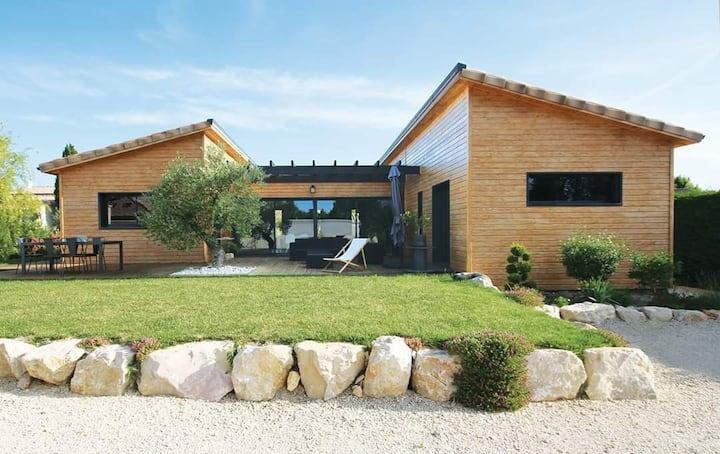 Très belle villa atypique en bois!