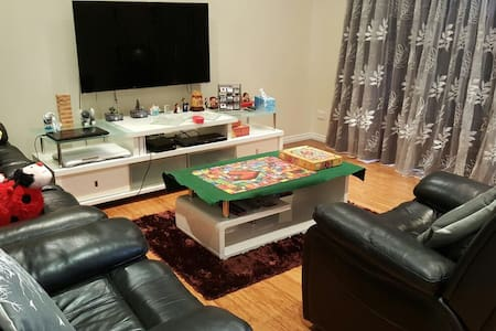 King Bed Room Near CBD & Airports - Cloverdale - House - 2