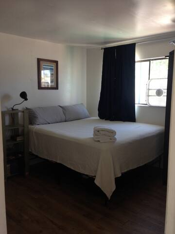 Simple One Bedroom-Minutes from the Beach! - San Diego - Apartment