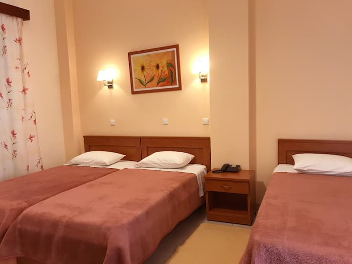 Quadruple room (4 beds) buffet breakfast included