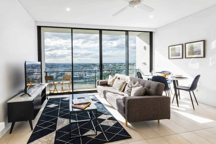 Stunning 1Bed apt @ SouthBank w/ Pool & Parking