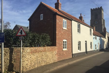 NEW! Fabulous 4 bed house close to The Buttlands - Wells-next-the-Sea - Talo