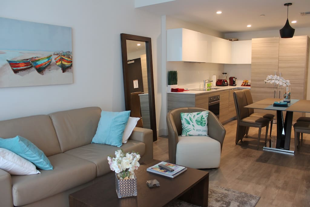 Stylish condo garnished with everything you may need for a VIP treatment!