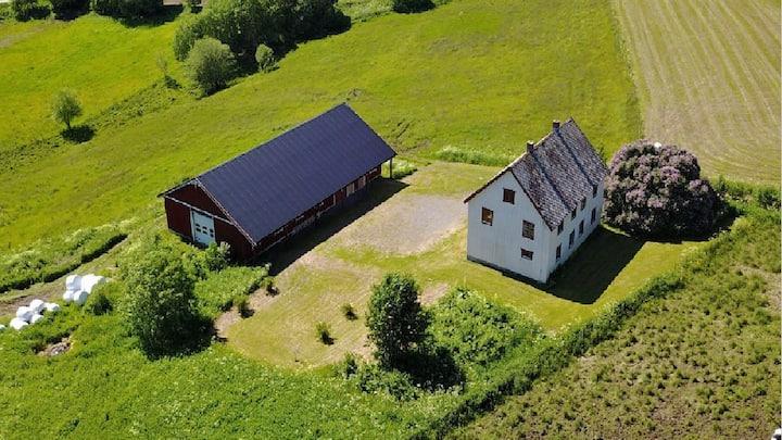 Idyllisk og romslig landsted i Snåsa
