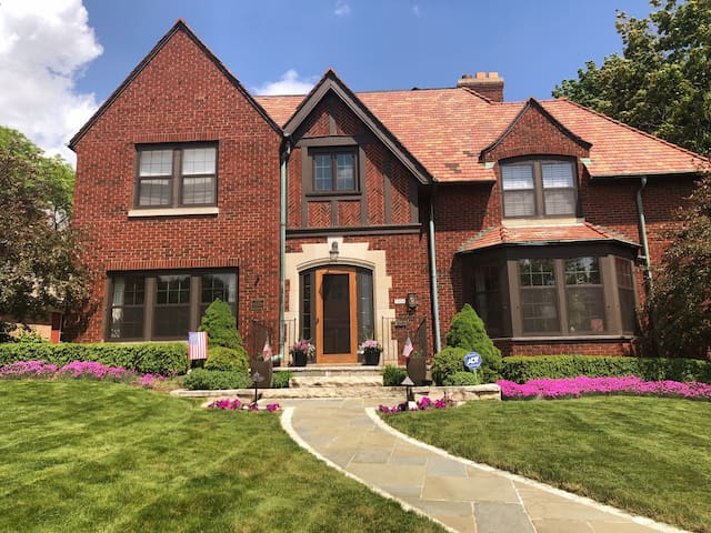 DNC 2020 Large Historic Home in heart of Wauwatosa