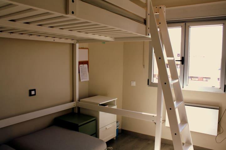 Habitación privada y climatizada WIFI+TV