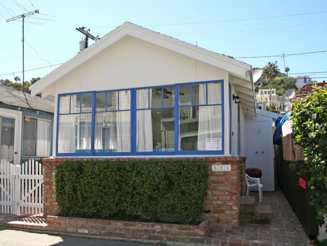 Charming Cottage on a Quiet Street, Pedestrain Traffic Only, WIFI - 321 Eucalyptus