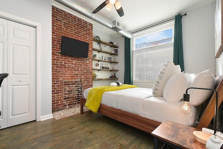 King & Queen Beds★Free Parking★Patio★Walkable!