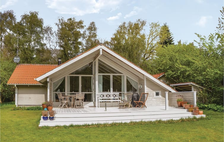 Holiday cottage with 3 bedrooms on 85m² in Græsted