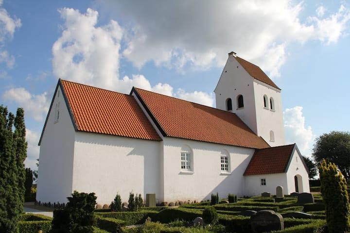 Udsigt til Grathe Kirke