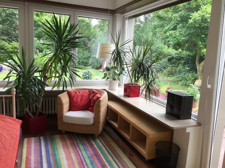 Gartenzimmer im Grünen - verkehrsgünstig
