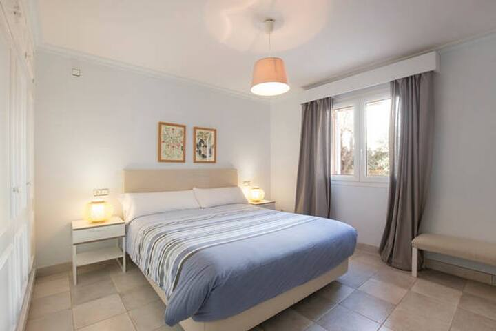 Double bedded room nº3. All bedrooms equipped with aircon. On the ground floor.