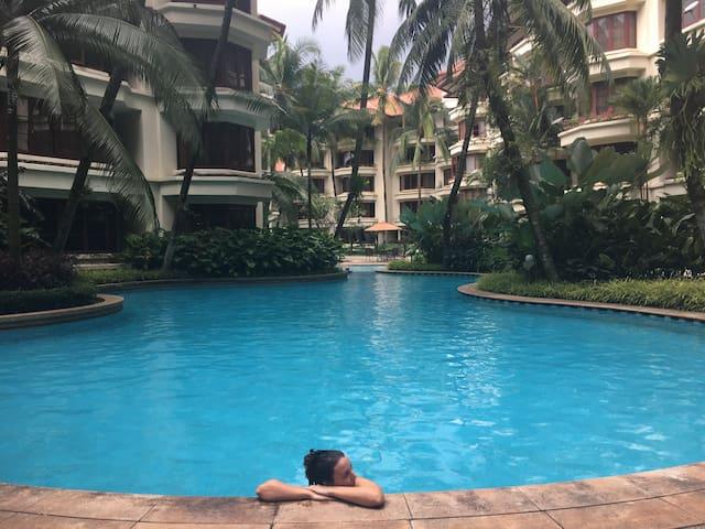 Resort condo by royal palace: green & relaxing