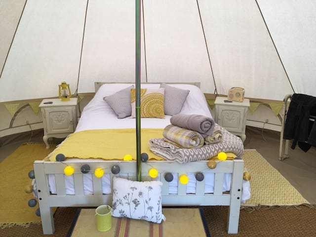 Romantic  glamping with electricity.