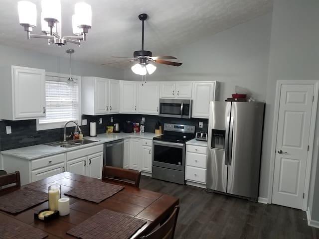 Newly remodeled kitchen (Feb 2019)