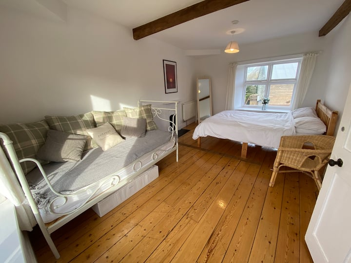 Exmouth Country Cottage, Sleeps 14